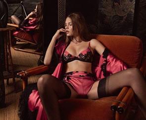La sensualidad en los libros existe desde la antigüedad  hoy en día. Nuestra sección sobre libros está dirigida a la novela erótica.